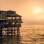 Evening Lima. Sunset on the Pacific Ocean, the sun breaks throug — Stock Photo #34476305