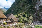 Aguas calientes, el pueblo al pie de la sagrada machu picchu — Foto de Stock