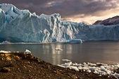 Manhã cedo sobre o glaciar perito moreno, argentina — Foto Stock