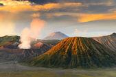 Mt.bromo en sumeru, java, indonesië — Stockfoto
