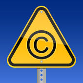 Yellow road hazard warning sign with copyright symbol on a sky background — Vector de stock
