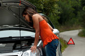 Broken Car - Young Woman Waits for Assistance — Stock Photo