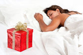 Surprise Present waiting for woman to wake-up — Stock Photo