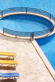 Relájese en la piscina del hotel — Foto de Stock