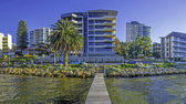Apartments overlooking the Swan river in Perth — Stock Photo