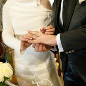 Wedding ceremony ring exchang — Stock Photo