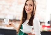 Garson servis kahve — Stok fotoğraf