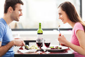 Couple having meal in restaurant — Stock fotografie