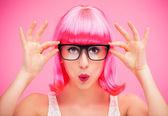 Belle femme qui porte des lunettes — Photo