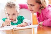 Mor och dotter rita — Stockfoto