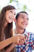 Teenage couple with mp3 player — Stock Photo