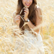 Beautiful woman in the wheat field — Stock Photo