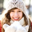 Young woman in winter clothing — Stockfoto