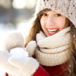 Woman holding a snowball — Stockfoto