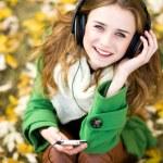 Girl listening music outdoors — Stock Photo