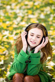 Girl listening music outdoors — Stock Photo