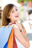 Atrakcyjna młoda kobieta, zakupy — Zdjęcie stockowe