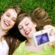 Two friends taking pictures — Stockfoto