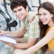 Student couple learning outdoors — Stock Photo