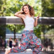 Young urban woman jumping — Foto de Stock