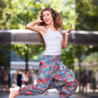 Young urban woman jumping — Stock fotografie