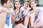 Woman playing ukulele — Stock Photo