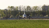 White turboprop aircraft on the runway, front view — Foto Stock