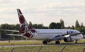 Utair-Ukraine Airlines Boeing 737-800 aircraft landing on the runway — Stock Photo