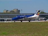 空気モルドバ航空会社 embraer emb 120rt ブラジリア航空機を出発 — ストック写真