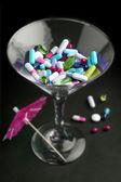 Cocktail av droger i ett glas — Stockfoto