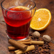 Steaming glass of mulled wine and spices — Stock Photo