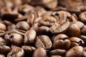 Vicino di chicchi di caffè tostati freschi — Foto Stock