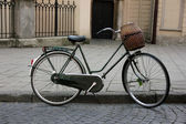 Old bicycle in the city — Stock Photo