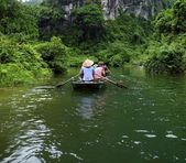 Quiet Ride On Peaceful Tam Coc River — Stok fotoğraf