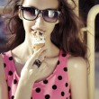 Girl with ice cream — ストック写真