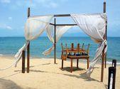 Romantic canopy on Samui Island beach — Stock Photo