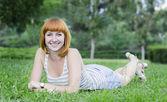 性格开朗的年轻女孩 — 图库照片