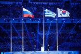Flaggor vid avslutningsceremonin av sochi 2014 xxii olympiska vinterspelen. — Stockfoto