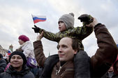Demonstrators of the mass-meeting in the Red square in Moscow, dedicated to the reunification of the Crimea and Sevastopol with Russia — Foto de Stock
