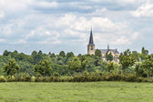 Kilisede yaz kırsal manzara — Stok fotoğraf