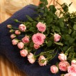 Roses, towels and spa accessories — Stok fotoğraf