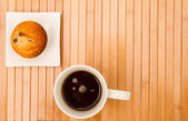 Vanilla with chocolate chips Muffins with a cup of coffee — Stock Photo