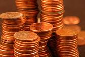 Pilhas de moedas de um centavo — Fotografia Stock