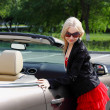 Charming blonde and the car — Stockfoto