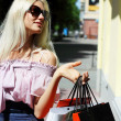 Charming young woman going shopping — Stockfoto
