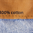 "Label on jeans tissue telling ""cent per cent cotton"" — Stock Photo"