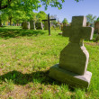 Foto Stock: Old cross headstone in cemetary