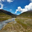 River and mountain landscape in Tibet — Stok fotoğraf