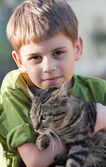 Boy and cat — Stock Photo