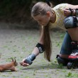 Постер, плакат: Rollergirl and squirrel
